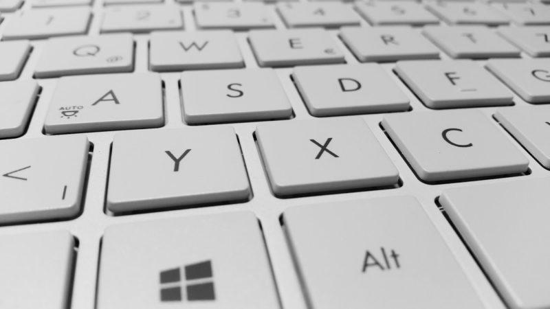 keyboard-computer-keys-white-800x450